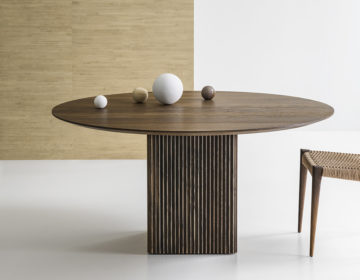TEN-TABLE-ROUND_Ø150cm_smoked-oak_with-PIA_II3_LOW